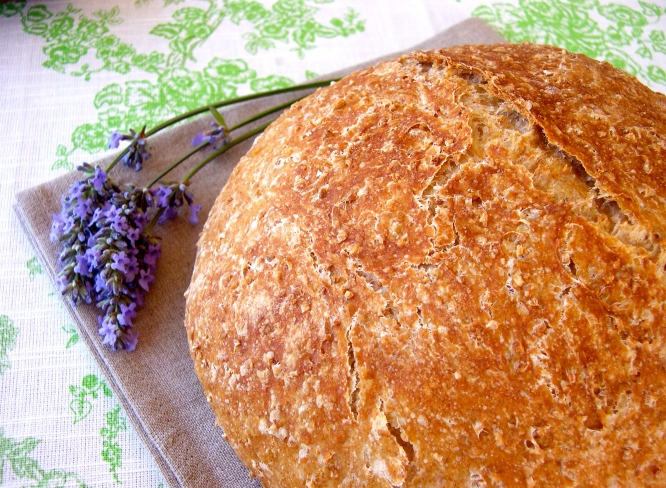 Whole Wheat No-Knead Bread with Flax Seeds and Oats